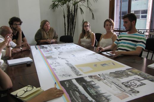 Students show their study to Elisabete França, director of the Secretariat de Habitaçao in Sao Paulo. Left Bhau Korde and Fernando Botton.