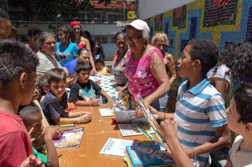 "Yolanda celebrating the ""Día del Niño"" with children in San Blas. Photograph by Andres Rodríguez."