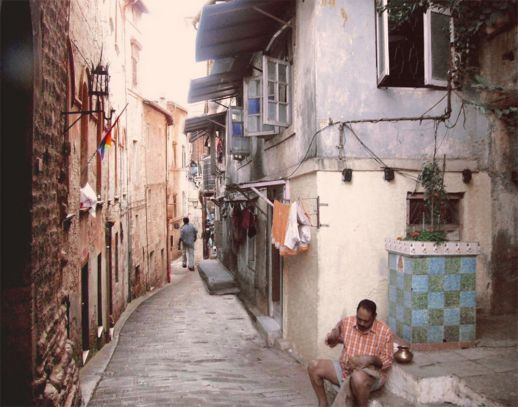 Perugia (Italy) left – Dharavi (Koliwada) right