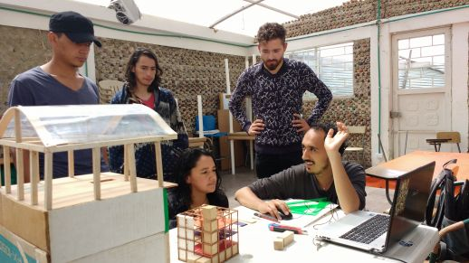 urbz and Arquitectura del Oximoron discuss the project with the community