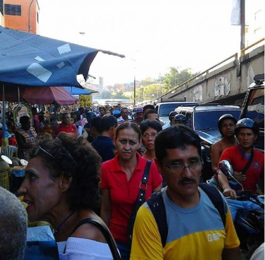The Petare Roundabout has one of the highest pedestrian activity of the city of Caracas with 20000 commuters a day