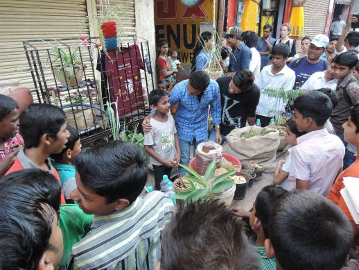 Rafique Bhatkar a young engineer from Shivaji Nagar presents the output of his team to fellow residents. After hearing many residents expressing their interest for plants but also explaining how difficult it was to find diverse plants in the area, the team is thinking about the possibility of creating a mobile shop for Shivaji Nagar.