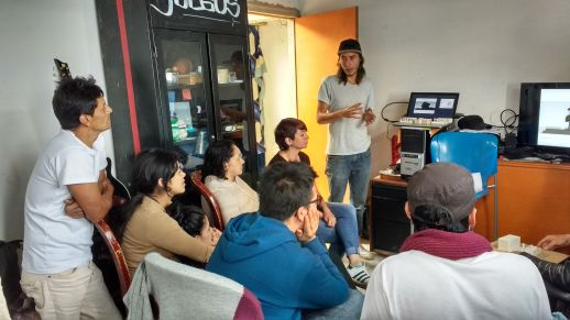 Arquitectura del Oximoron presenting the Cultural Center project to the community